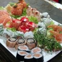 Foto tirada no(a) Hamadaya Sushi Bar por Felipe M. em 10/9/2013
