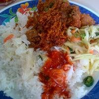 Photo taken at Medan Selera Bandar Kinrara 4 by Puteri B. on 10/21/2013