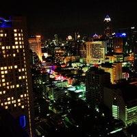 Foto tirada no(a) Above Eleven por Jay B. em 12/22/2012