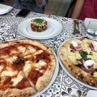 7/3/2018 tarihinde Nikhil B.ziyaretçi tarafından Mimi Bar Pizzeria'de çekilen fotoğraf