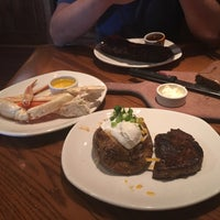 Photo taken at Outback Steakhouse by Gizem L. on 7/16/2017