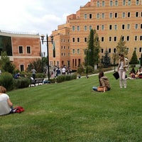 Photo taken at Yeditepe Üniversitesi by Üniversiteliler T. on 10/12/2013