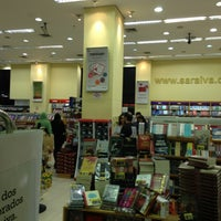 Photo taken at Livraria Saraiva by Jose Luiz G. on 6/2/2013