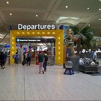 Photo taken at Brisbane Airport International Terminal by Haris S. on 9/29/2012