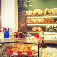 Photo prise au Breads Bakery par Rita L. le5/27/2013