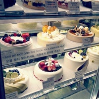 Photo taken at Paris Baguette by Rita L. on 6/21/2013