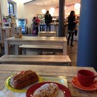 Das Foto wurde bei Wally's - Coffee & More von @DerekFinke am 10/8/2013 aufgenommen