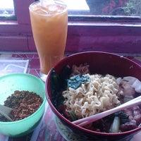 Photo taken at Mie Tulang Anan by Ratih R. on 1/27/2014