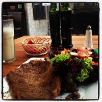 Foto tirada no(a) Urriola Café Resto Bar por Pato P. em 5/30/2013