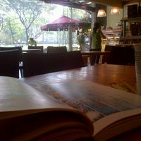 Photo taken at The Coffee Bean & Tea Leaf by Froilan M. on 4/20/2013