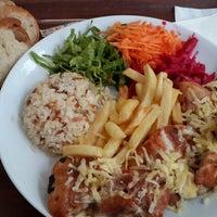 10/13/2013 tarihinde Rıdvan K.ziyaretçi tarafından Biltepe Restaurant'de çekilen fotoğraf