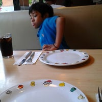 Photo taken at Pizza Hut by iik on 3/31/2013