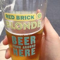 Foto tomada en Red Brick Brewing Company por Xi el 9/29/2012