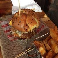 Foto tomada en Burger Bar Joint por Daniel T. el 10/30/2016