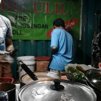 Photo taken at Nasi Pecel Ondomohen Ibu Ulil by Mur G. on 4/16/2014