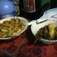 Photo taken at Bubur Ayam Pasar Lama by Yessi Marwah F. on 9/28/2012