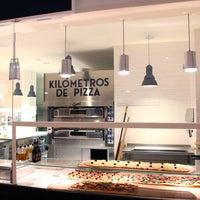 Foto diambil di Kilómetros de Pizza oleh Kilómetros de Pizza pada 10/10/2013