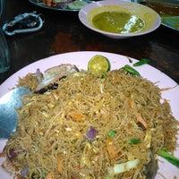 Foto diambil di Restoran Nasi Kandar Hassaniah oleh Mohamed R. pada 10/29/2013