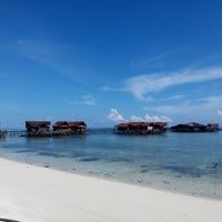 Photo taken at Derawan Beach Cafe & Cottage by Fajrin A. on 1/18/2017