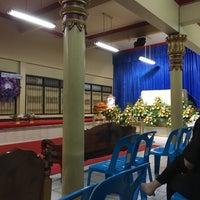 Photo taken at Wat Intharawat (Wat Pradu) by (‵▽′)ψⓇⓊⓈⒽνεε🚲 on 6/2/2017