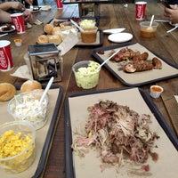 Foto tomada en Pinche Gringo BBQ Warehouse por Janj O. el 4/18/2018