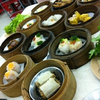 Photo taken at Chokdee Dim Sum by Oey K. on 2/21/2013