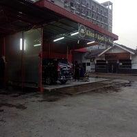 Photo taken at Klinn & Klinn Car Wash by ♛ FäjäR.iS™ on 5/1/2014