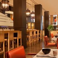 7/24/2014 tarihinde Bugis Street Brasserieziyaretçi tarafından Bugis Street Brasserie'de çekilen fotoğraf