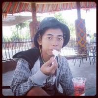 Photo taken at Nasi Kuning Bintang by Abil I. on 10/28/2013