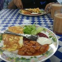 Photo taken at Roti Telur Goreng Kentang Gerai No.45 by Md Rosdi on 12/30/2013