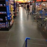 10/9/2012にRobert M. Y.がWalmart Supercenterで撮った写真