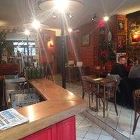 Photo prise au Café Canaille par Luis C. le10/16/2013