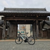 Photo taken at 鷲の門 by プらチナ on 2/22/2018