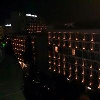 4/25/2013 tarihinde Flaneur™ ..ziyaretçi tarafından Renaissance Izmir Hotel'de çekilen fotoğraf
