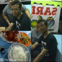 Photo taken at Sea Food 48 surabaya by Yah F. on 2/20/2014