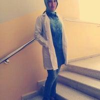 Das Foto wurde bei Hatay Özel Eğitim ve Uygulama Merkezi von Fethiye A. am 9/29/2014 aufgenommen