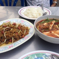 Photo taken at ร้านยำพี่ฝน ม.เสนาวิลล่า by Panpizza ร. on 11/9/2013