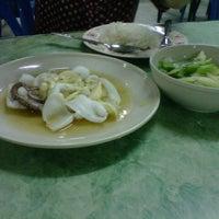 Photo taken at ร้านยำพี่ฝน ม.เสนาวิลล่า by Panpizza ร. on 9/20/2012