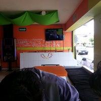 Photo taken at Tabu Wings by Gustavo P. on 6/27/2013