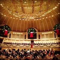 12/15/2012 tarihinde Jenziyaretçi tarafından Symphony Center (Chicago Symphony Orchestra)'de çekilen fotoğraf