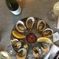 Foto tomada en Salt and Iron: Oysters and Steak por Jennifer B. el 1/13/2018