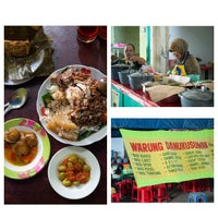 Photo taken at Nasi Gudeg & Nasi Liwet Danukusuman by Dhita B. on 2/28/2015