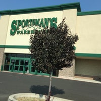 Photo taken at Sportsmans Warehouse by Michelle H. on 8/3/2017