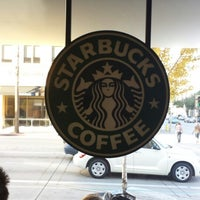 Foto tomada en Starbucks  por Kit Cat B. el 11/10/2013