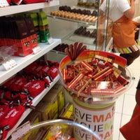 Photo taken at Chocolates Brasil Cacau by Aline R. on 5/22/2014