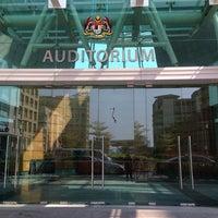 Photo taken at Auditorium Kompleks E by Nur Kuzaila K. on 2/26/2014