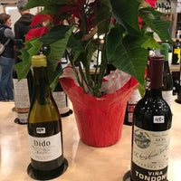 Foto scattata a Silver Lake Wine da David H. il 12/24/2017