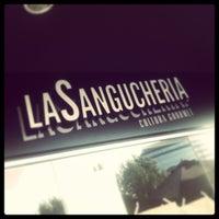 รูปภาพถ่ายที่ La Sanguchería โดย Jesus G. เมื่อ 2/17/2013