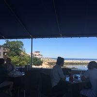 Foto tomada en 7th Wave Restaurant por anna s. el 8/8/2015