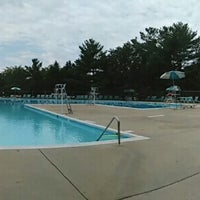 Photo taken at Windsor Green Community Pool by Gustavo Adolf F. on 8/9/2015